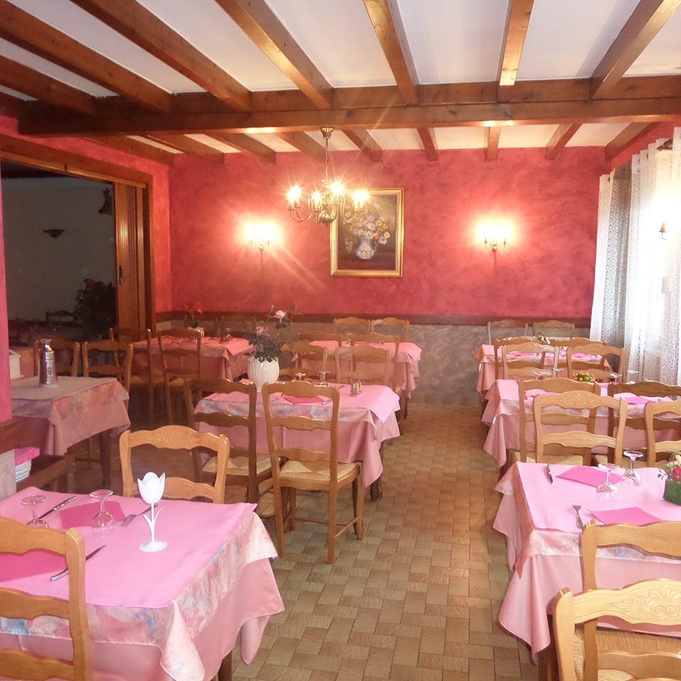 Salle du restaurant «La Renaissance» - Dépositaire à Saint-Cirgues-en-Montagne